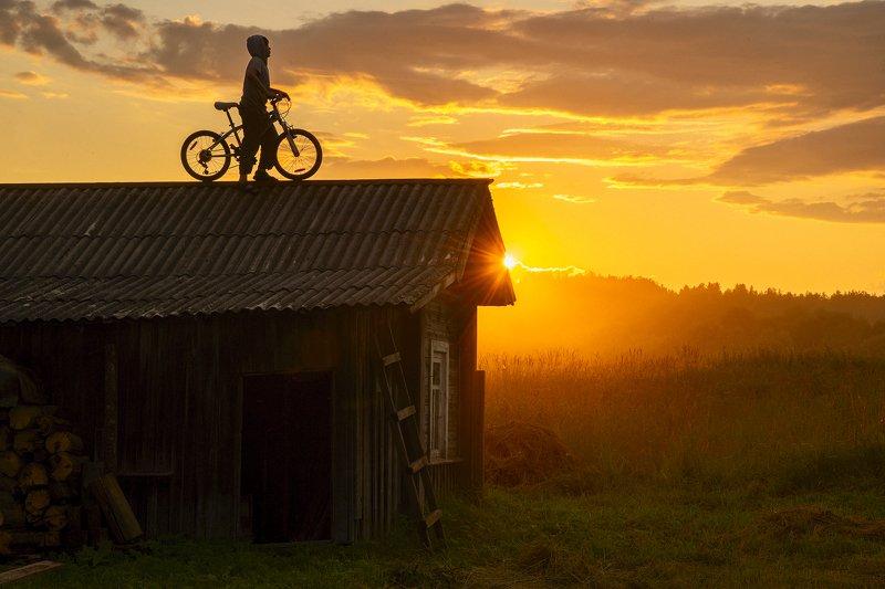 архангельская обасть, белая ночь, русский север, заброшенные деревни, закат, велосипед, летний вечер, туман На закатеphoto preview