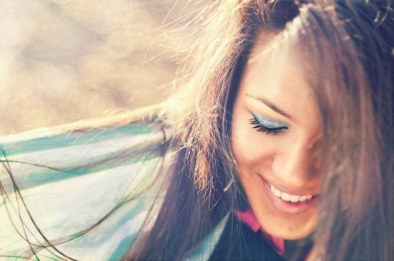 весна, девушка, улыбка, глаза, волосы, портрет, солнце, шарфик, луч, радость, счастье, жизнь, влюбленность, любовь Primaveraphoto preview