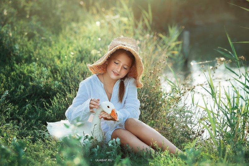 art photo, лето, summer, закат, sunset, портрет, ребенок, дети, животное, гусь, goose, people, друзья, happy, 105mm, kid, children, beautiful, magik, волшебство ***photo preview