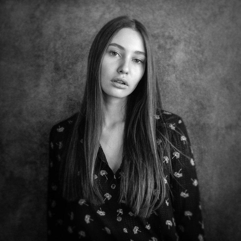 портрет, черно-белое Полинаphoto preview