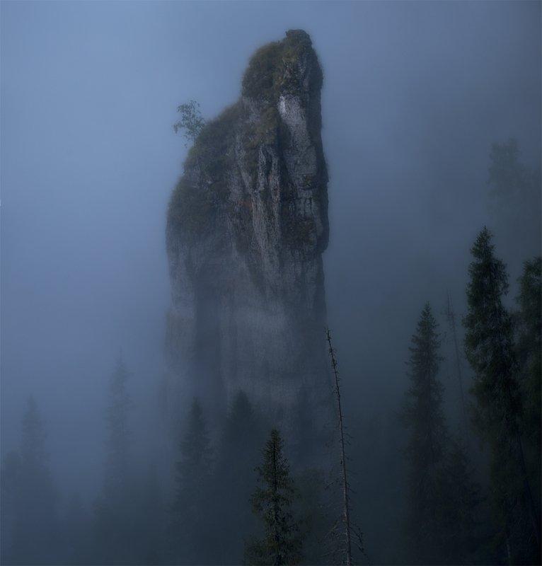 урал, усьва, скала, туман, лес, дымка, утро, тайга Чертов палецphoto preview