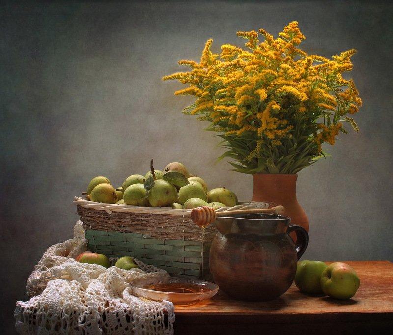 лето, август, натюрморт. цветы, корзина, груши, мед Медовый Спасphoto preview