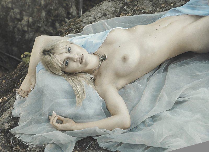 девушка лес обноженная сон после летнего снаphoto preview