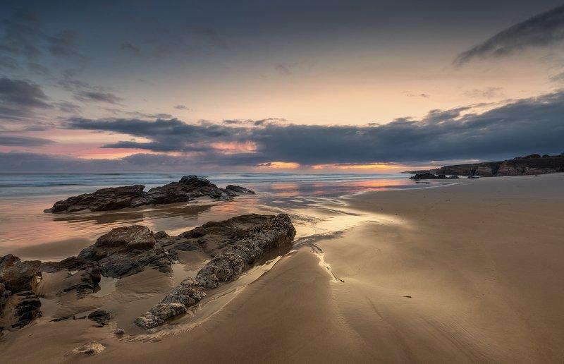 Пляж. Вода. Море. Утро на пляже.photo preview