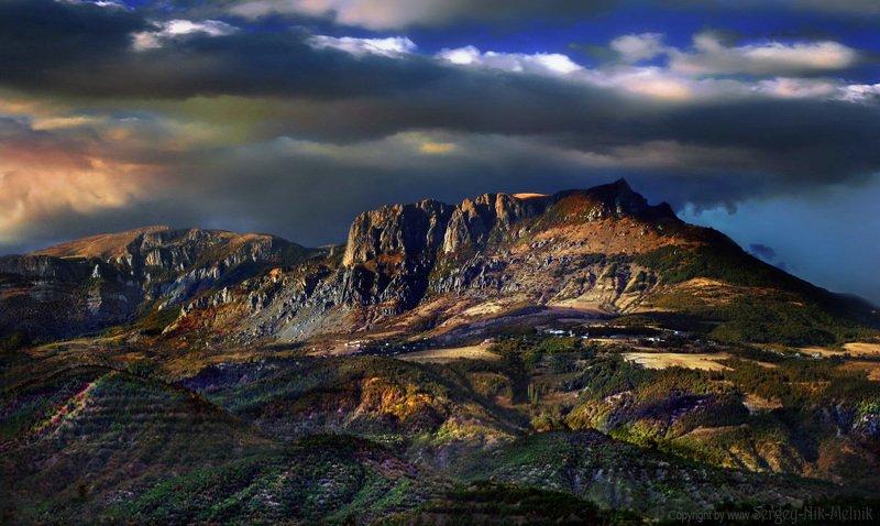 алушта, водопад, горы, демерджи, джур-джур, крым, симеиз, скалы, чатырдаг, панагия, зеленогорье, каменные-монстры-крыма Демерджи на закате дня в Крымуphoto preview
