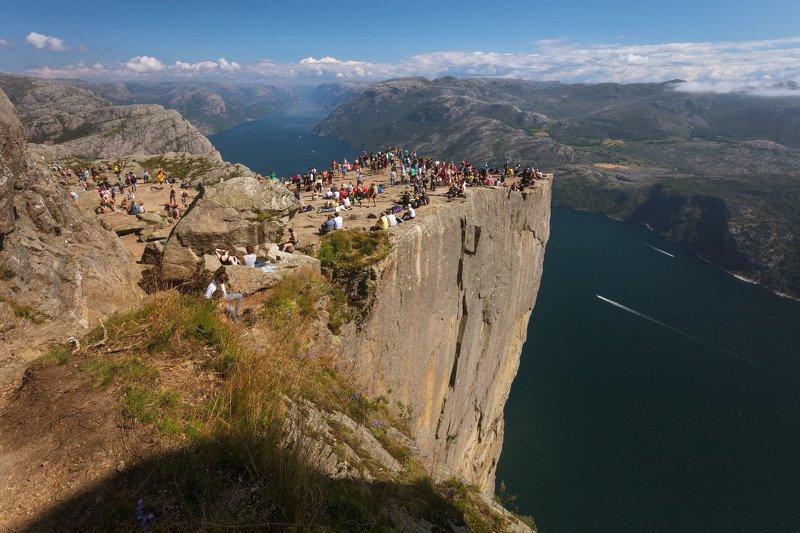 норвегия, прекестулен, скала, утёс, море, люди, Утёс Прекестулен. Норвегия. Высота 604м.photo preview