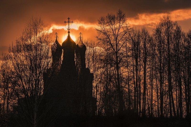 село, храм, вечер, закат Силуэты закатаphoto preview