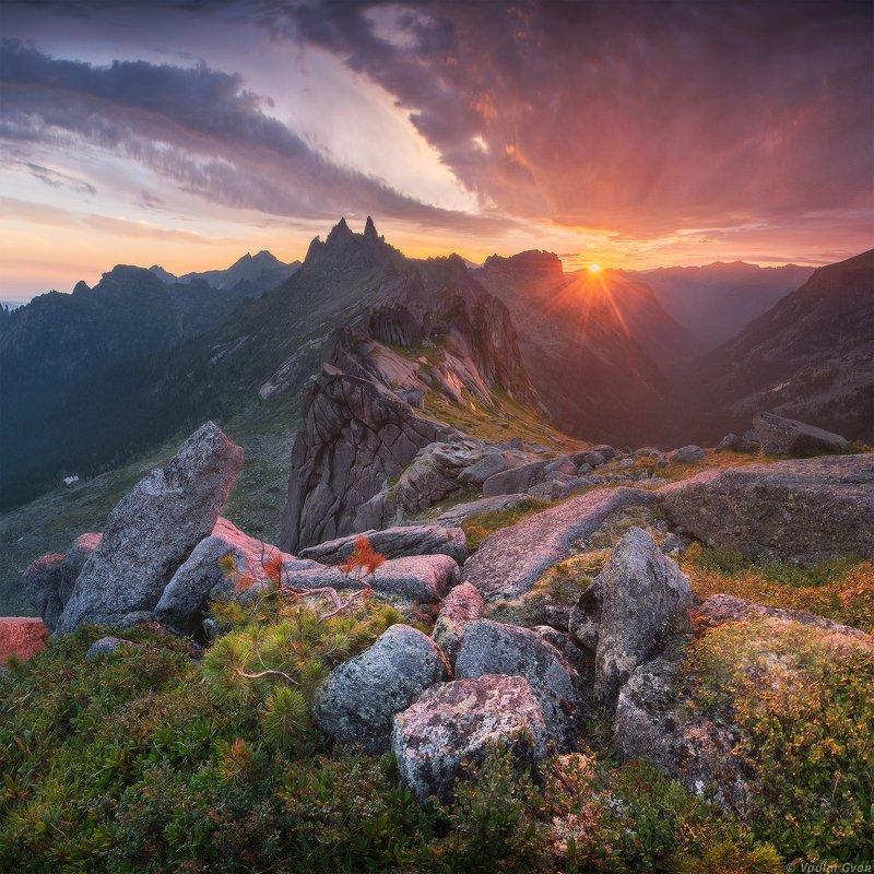 ергаки, сибирь Рассвет на перевале Тайгишphoto preview
