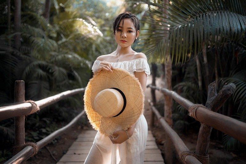девушка, солнце, джунгли На островеphoto preview