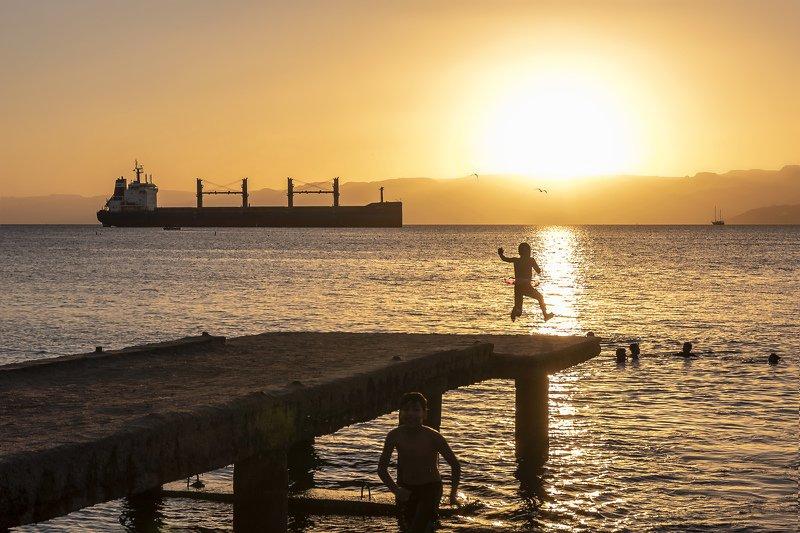 иордания, вечер, закат, прыжок, дети Прыжок в закатphoto preview