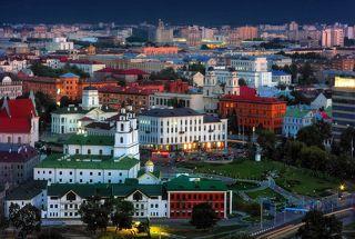 Глухие сумерки над «Площадью Свободы» в Минске