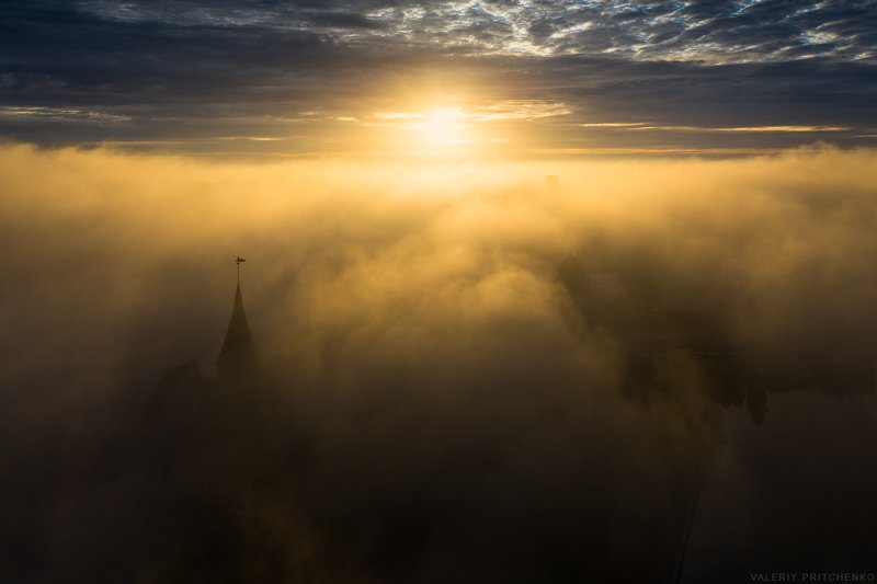 Утро в туманном городе.photo preview