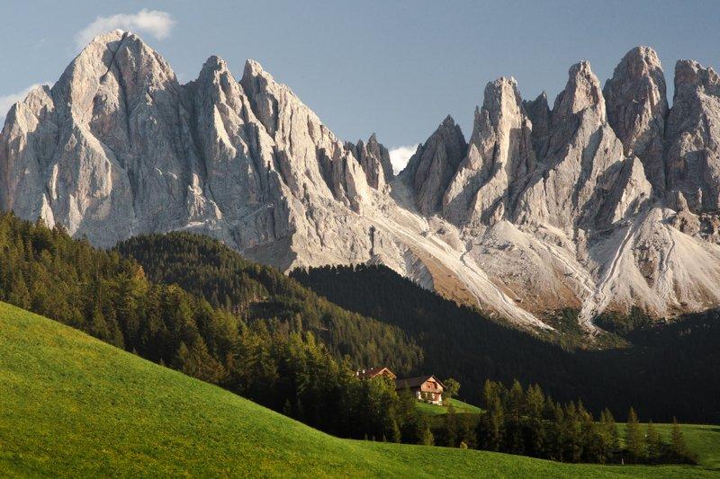 домик; горы; лес Вне досягаемостиphoto preview