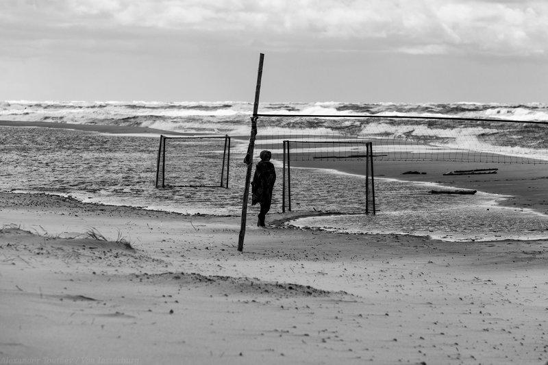 sea, baltica, ostsee, kaliningrad, калининград, балтика, bnw, monochrome, black and white, чб, люди, стрит фото, people, street photo, street photography ***photo preview