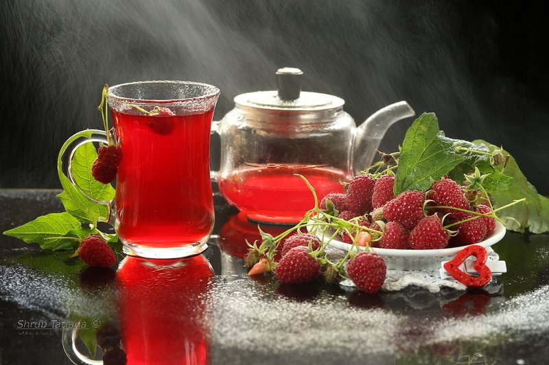 ягоды, малина, напиток, чайник, чашка Напиток из малиныphoto preview