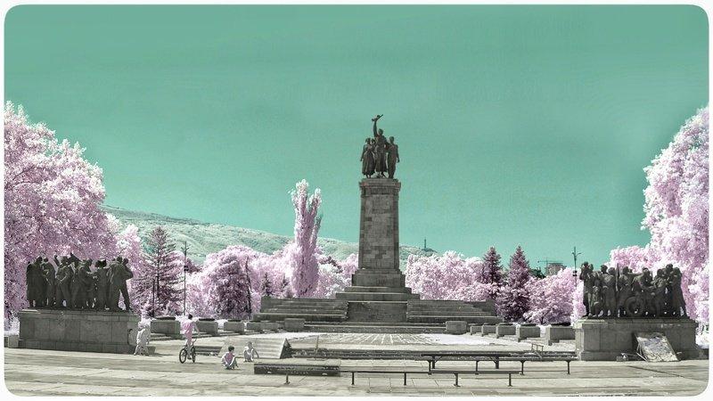 Памятник Советской армии - infrared фото.photo preview