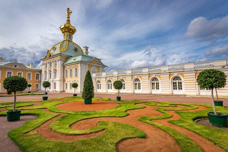 петергоф, санкт-петербург, дворец, купол, герб, газон, узор Петергофphoto preview