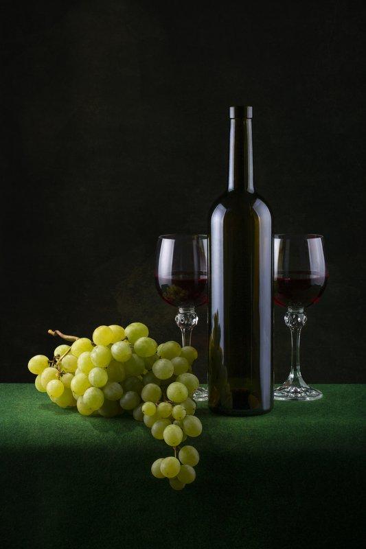 Вино с виноградомphoto preview