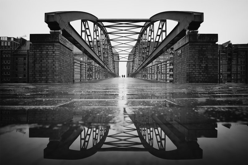 rain puddle hamburg bridge Kibbelsteg after rainphoto preview