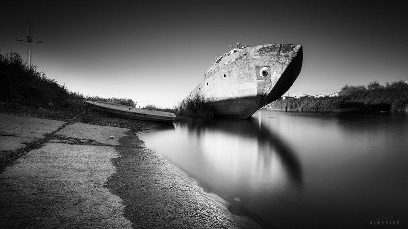 балтика, тральщик, корабль, ч/б, длинная выдержка, wreck, b/w, baltic sea, long expousure. У последней стоянки.photo preview