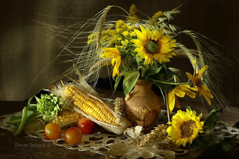 натюрморт, букет, подсолнухи, кукуруза, ягоды, колоски Подсолнухи с кукурузойphoto preview