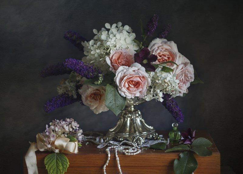 Букет цветов, розы, бусы, духи. гортензия, ваза Нежность лета...photo preview