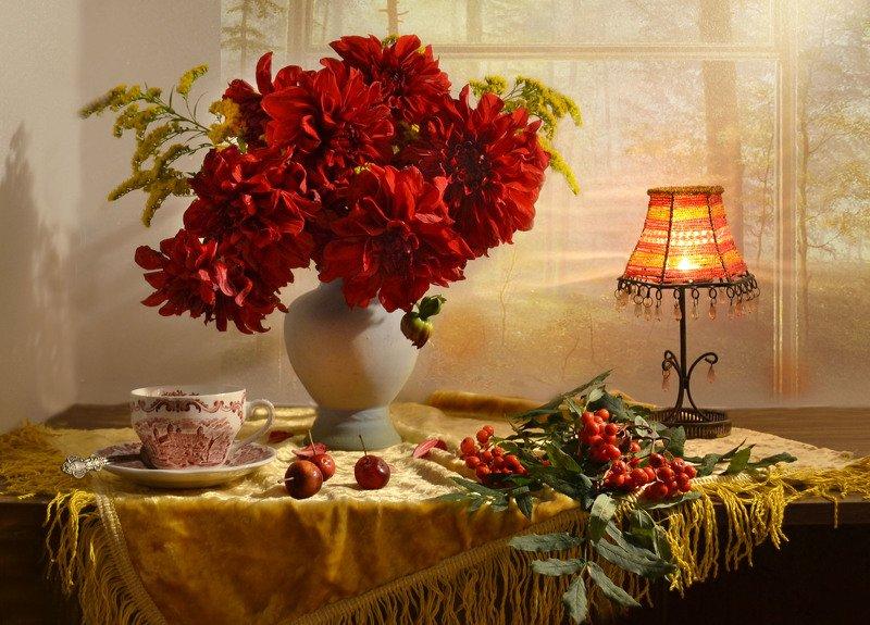 still life, натюрморт, цветы, фото натюрморт, сентябрь, рябина, осень, подсвечник, георгины Перевернет страницу календарь...photo preview
