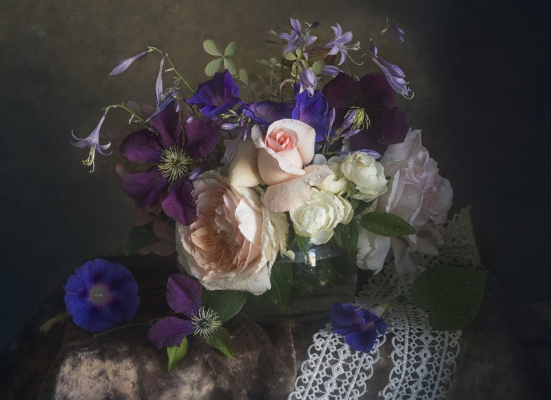Букет цветов, розы, бархат, кружево, клематис, вьюнок **************photo preview