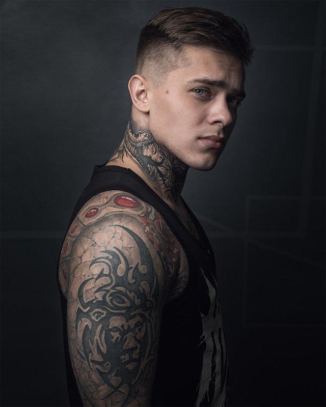 портрет, глаза, лицо, студия, татуировки Павелphoto preview