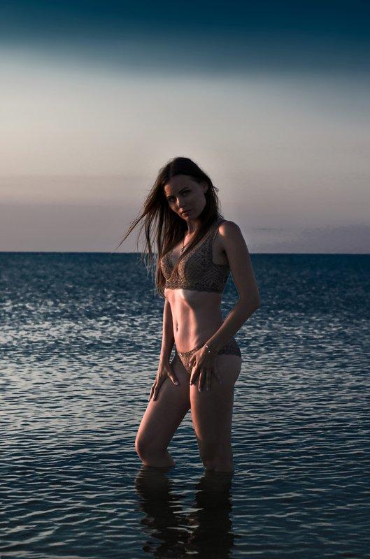 sea sky girl dark Katephoto preview